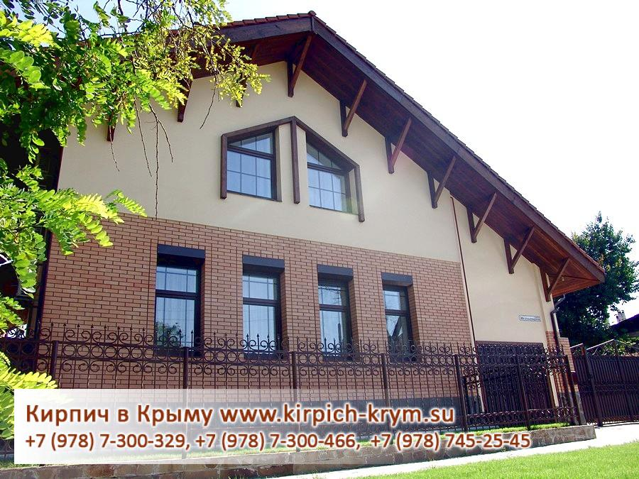Дом из коричневого кирпича